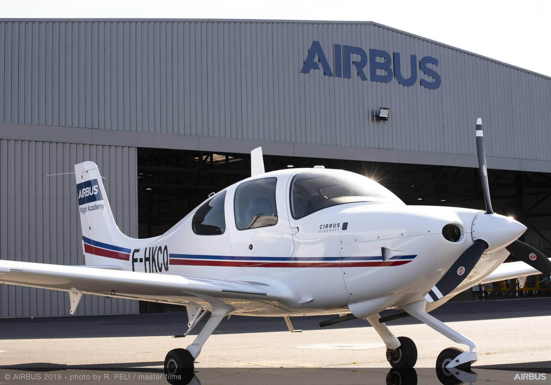 Avion de l(école de pilotage Airbus Flight Academy